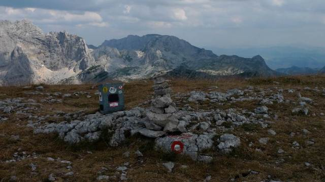 "Small ""monument"" at the peak"